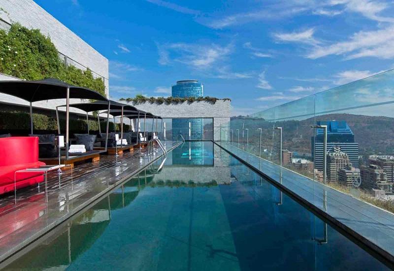 Piscina de hotel luxuoso em Santiago do Chile