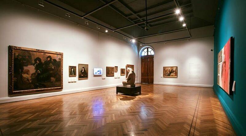 Interior do Museu Nacional Belas Artes em Santiago do Chile