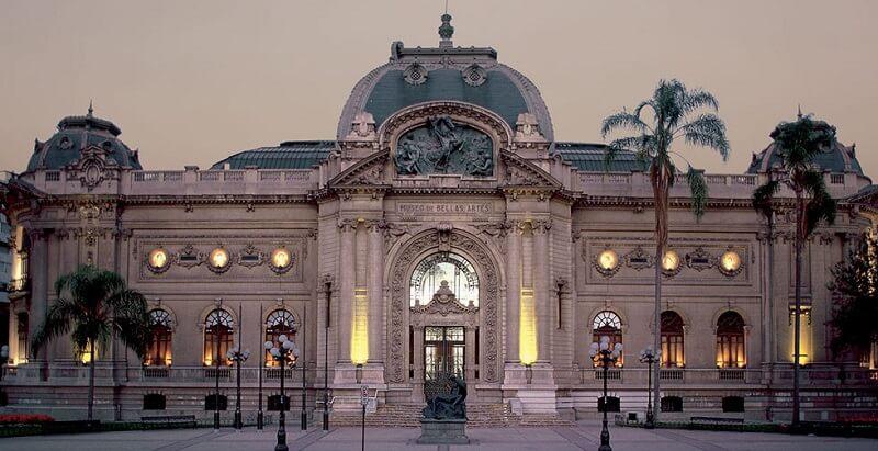 Área externa do Museu Nacional de Belas Artes em Santiago do Chile