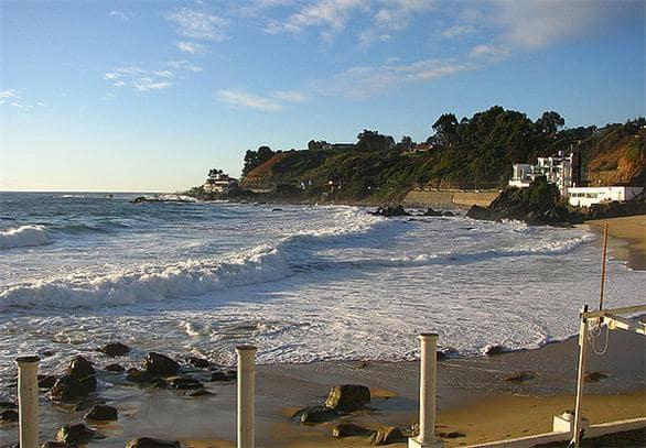 Passear pelo calçadão e seus jardins em Viña del Mar no Chile