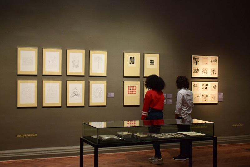 Visitantes no Museu de Arte Contemporânea em Santiago