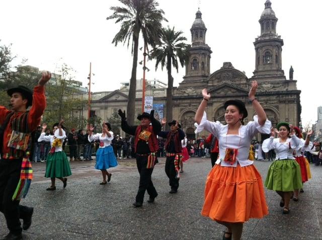 Comida e Danças Típicas no Inverno em Santiago do Chile