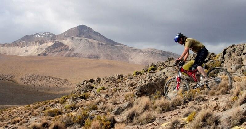 Passeio de bicicleta próximo da Cordilheira dos Andes - Santiago