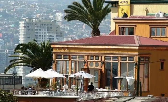 Comer em um restaurante no inverno em Valparaíso