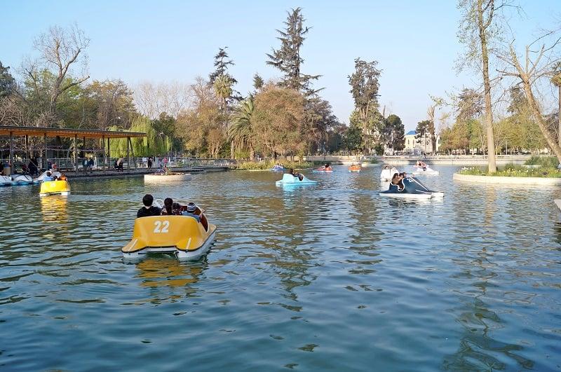 Passear pelo Parque Quinta Normal em Santiago no mês de setembro