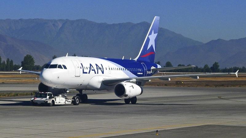 Avião no aeroporto de Santiago do Chile