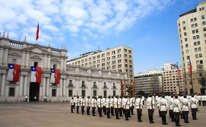 Troca de guardas no Palácio La Moneda