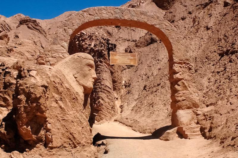 Sítio arqueológico Pukará de Quitor em San Pedro de Atacama no Chile: trilhas