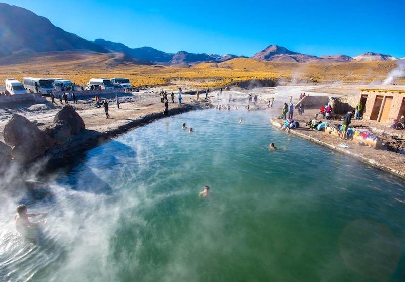 Geyser del Tatio em San Pedro de Atacama no Chile: piscina termal