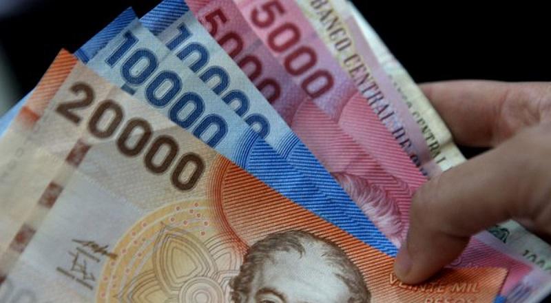 Dinheiro vivo ou pesos chilenos em espécie