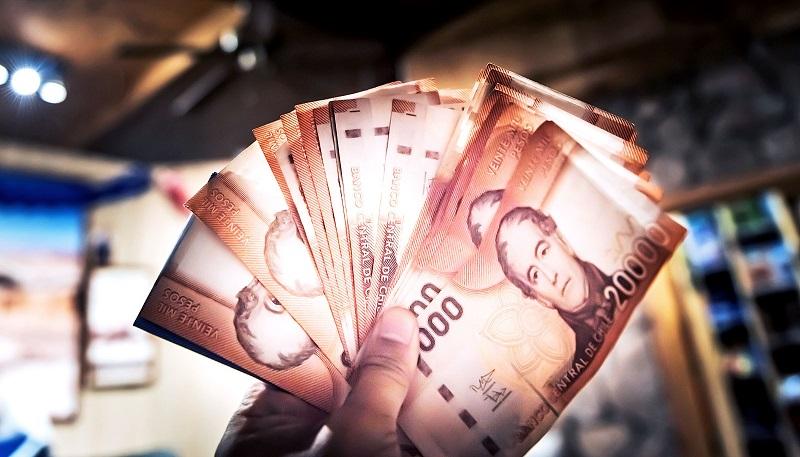 Segurando pesos chilenos