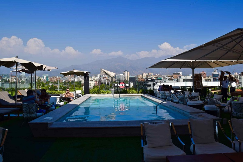 Hotel com piscina e vista de Santiago - Chile