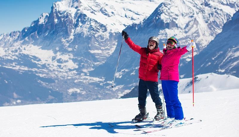 Idosos esquiando em Santiago do Chile
